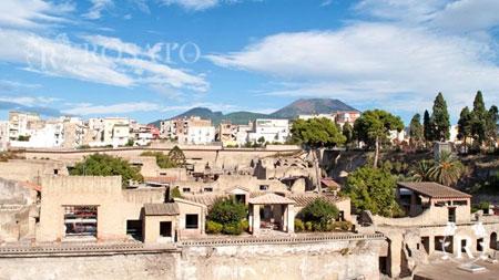 Shore excursion Vesuvius and Herculaneum from Sorrento